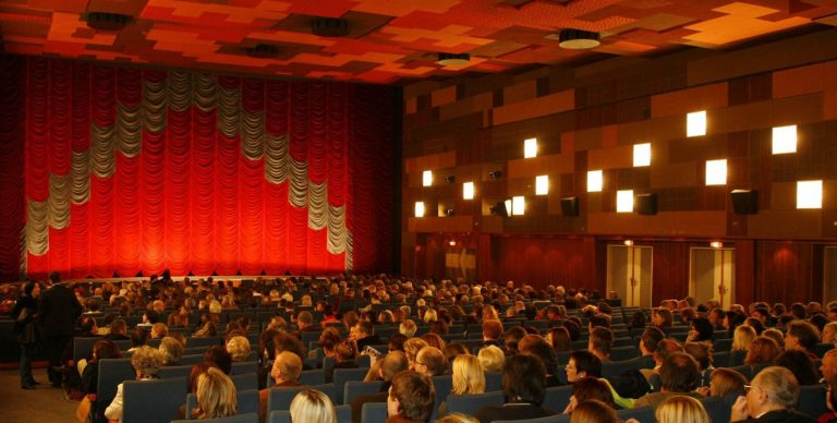 Viennale 2015 – Part II: The Magic of the Very Big Screen