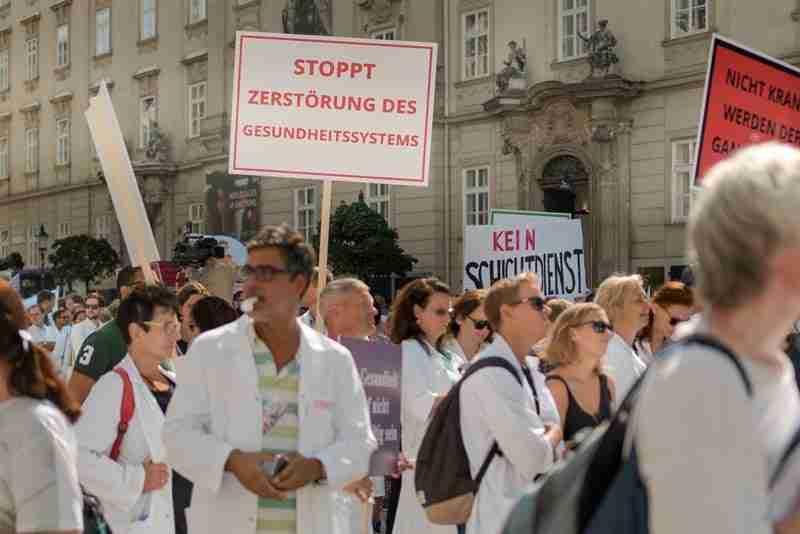 Austrian doctors protesting