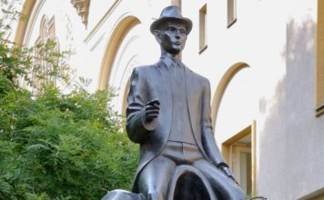 Franz Kafka monument in Prague captures writer's trademark alienation
