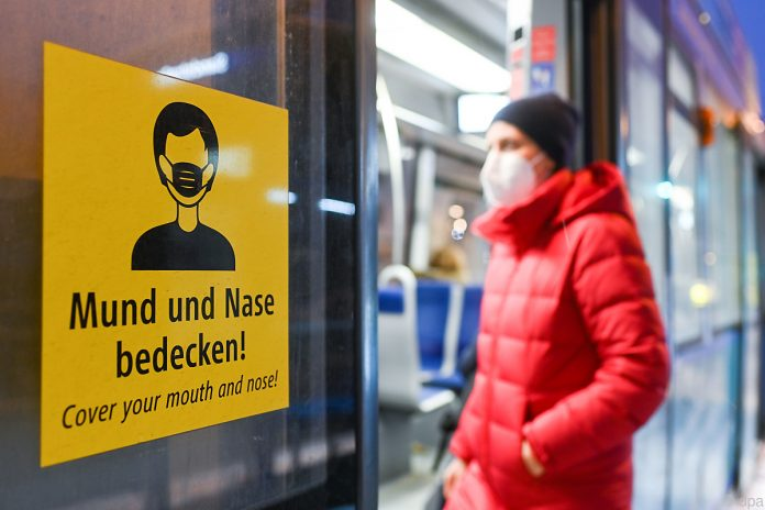 The mask regulations are confusing for many © dpa/Tobias Hase