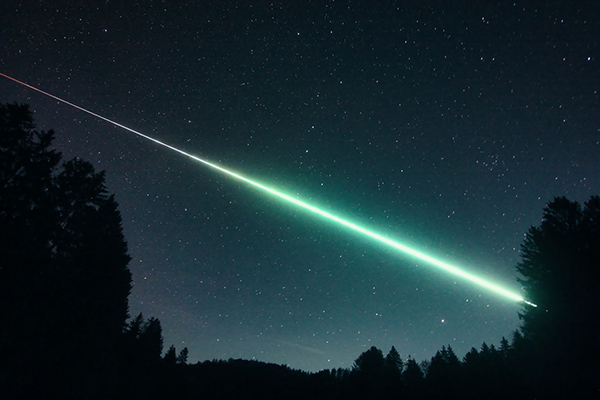 The Kindberg Meteorite descending across the night sky in a green fireball